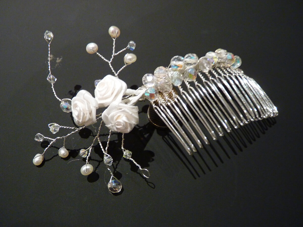 Flower comb with crystals.