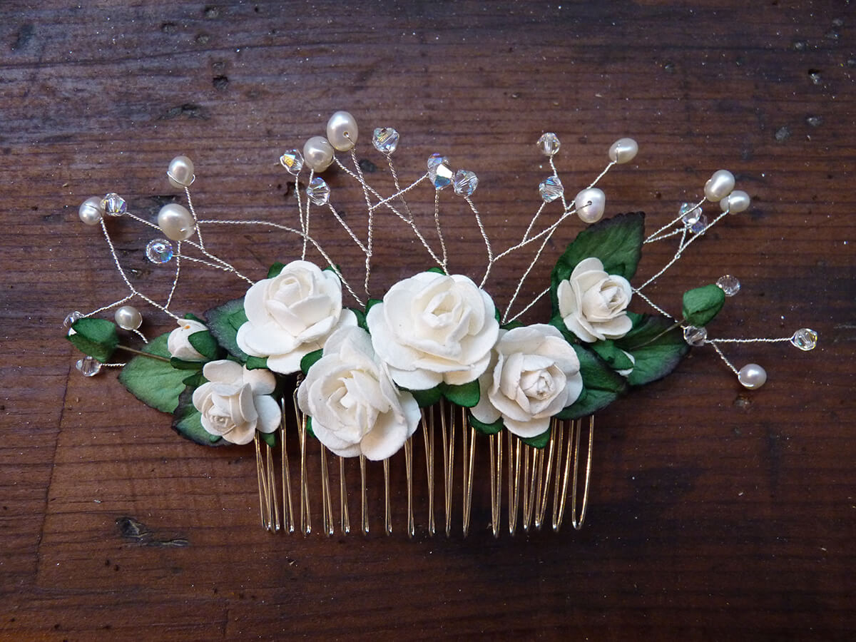 Flower comb with beads and leaves.
